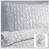 Ikea Krakris Parure de lit 240 x 220 cm, blanc/gris, Polyester/coton, weiß mit grauem Muster, 240x220 cm // 2 x 80x80 cm
