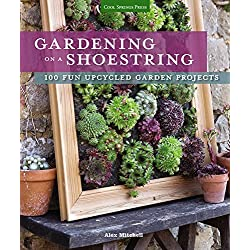 Gardening on a Shoestring: 100 Fun Upcycled Garden Projects by Alex Mitchell (2016-01-29)