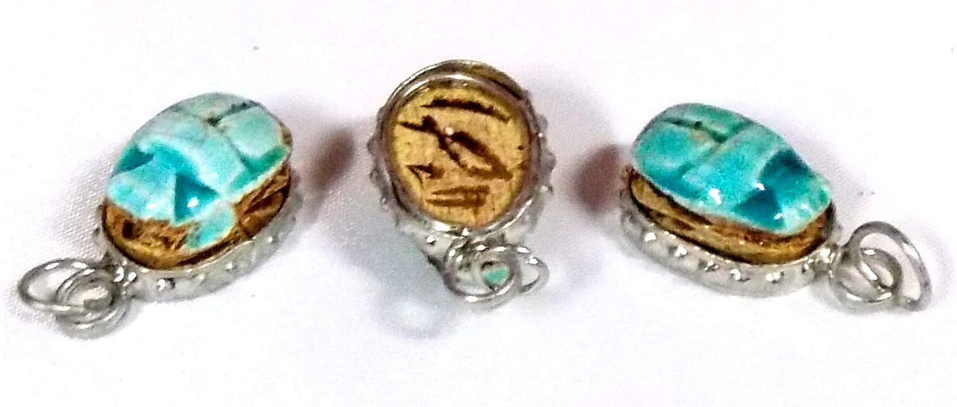 Escarabajo Egipcio colgante pequeño azul , medida 2cmX1cm Aprox, el amuleto de vida, de piedra ; Hecho a mano en Egipto