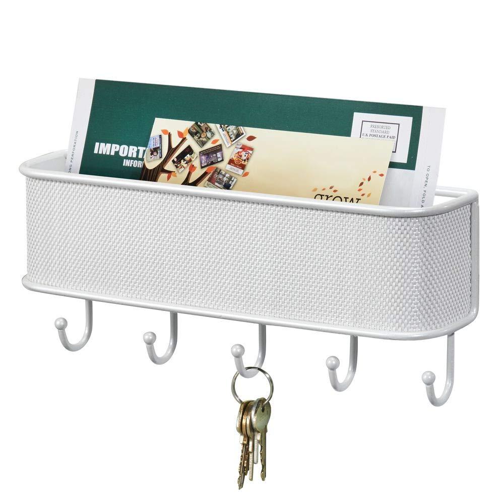 mDesign Organizador de correo y colgador de llaves Soporte de pared con bandeja para cartas y papeles y con ganchos para llaveros blanco Color