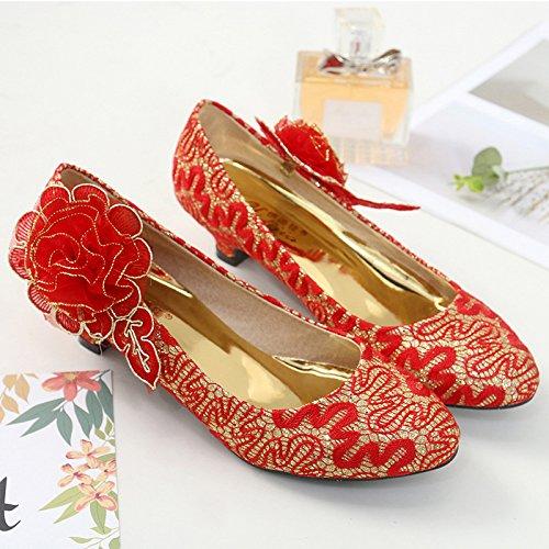 Xue Qiqi luz de los zapatos bajos y de las mujeres para el matrimonio zapatos de novia chinos punta de la luz es baja y flores rojas. The Red