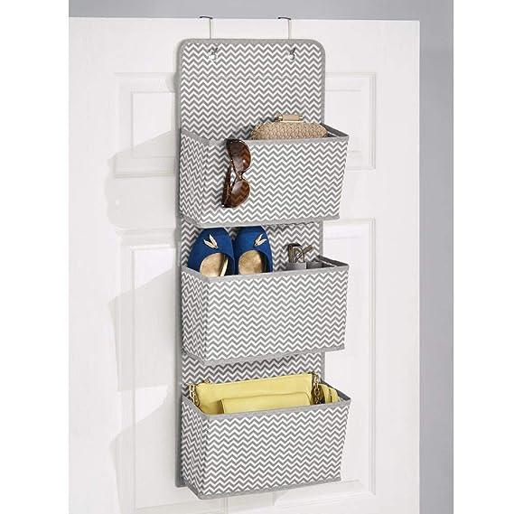 mDesign Estantería colgante para organizar armarios - Percha para colgar ropa de bebe, peluches y toallas - Organizador de ropa para colgar - 3 bolsillos ...