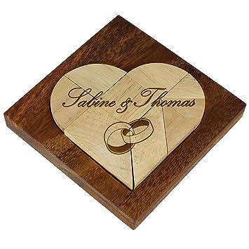 Kleines Herz Puzzle Aus Hellem Holz Mit Gravur Zur Hochzeit Motiv