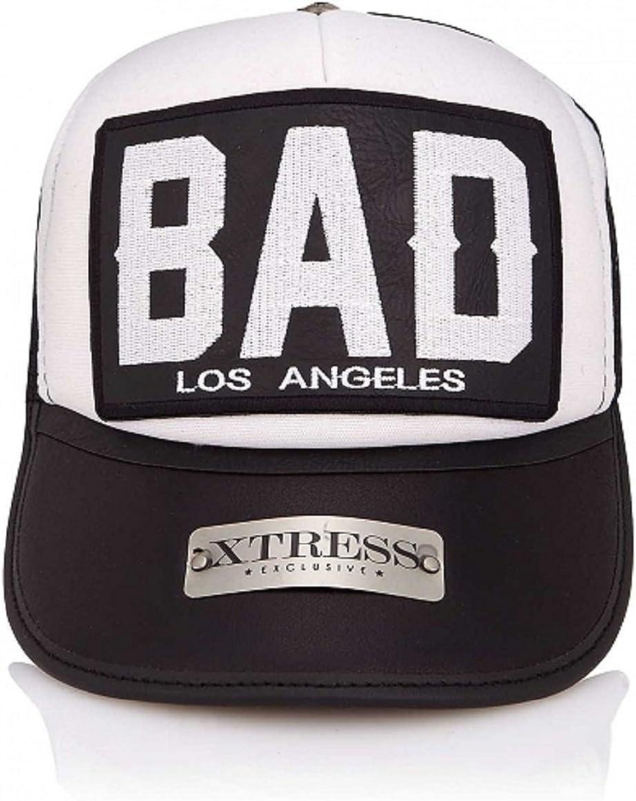 Unisex Gorra blanca y negra con el logo BAD
