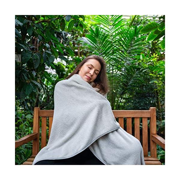 61vink%2Bi0JL ALTERA LA VITA Reise-Decke, Kuscheldecke aus Fleece - warm und weich - gut komprimierbar mit Tasche - 150x130 cm - für…