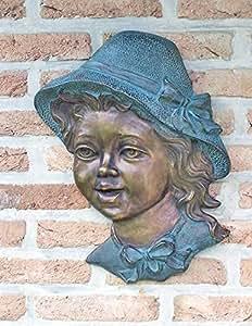 Decoración de pared chica con sombrero