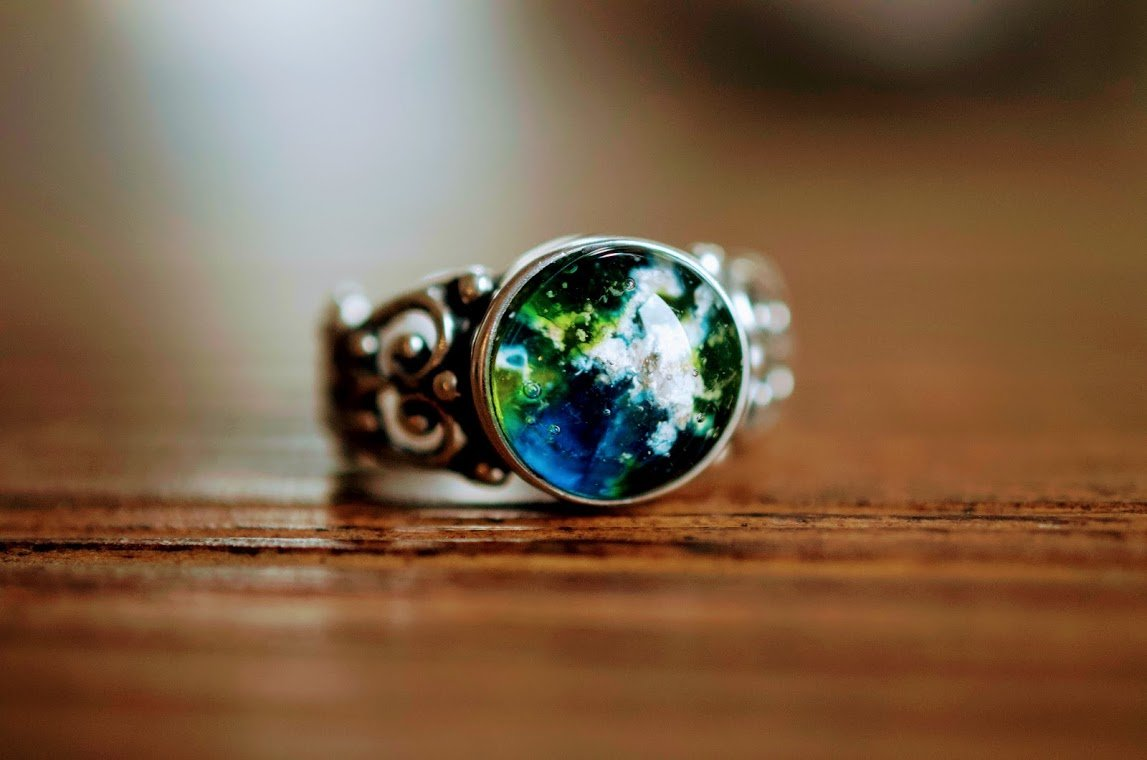 The Annie Glass Cremation Ring made with ashes and glass