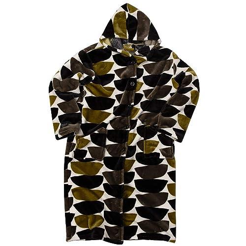 保湿素材の着る毛布で、暖かいだけでなくしっとりなめらかな肌触り。脱ぎ着しやすいガウンタイプで、フード付きなので首元や頭も暖かい。ミドル丈で家事などの作業もスムーズにできる。1年間の保証付き。