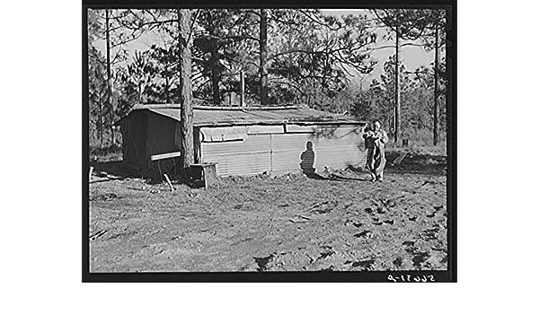 Campamento Livingston trabajador de la construcción de la Choza y tiendas cerca de Fort Beauregard. Estos son propiedad a lo largo de la carretera principal ...