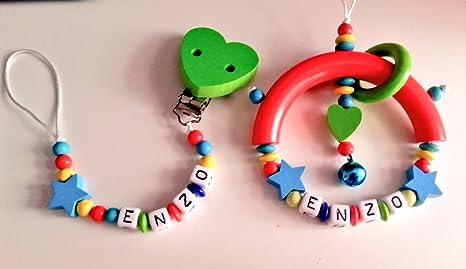 Pack canastilla bebé Sujetachupetes + sonajero personalizado (multicolor)