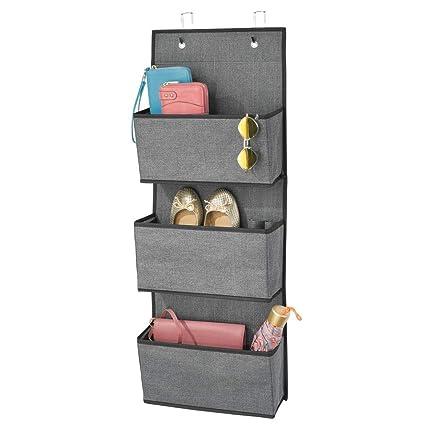 mDesign Colgador de ropa sin taladro – Organizadores de armarios con 3 bolsillos – Percheros para