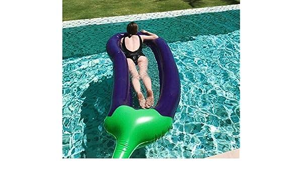 Los hijos adultos flotando sobre el agua, super berenjena ...