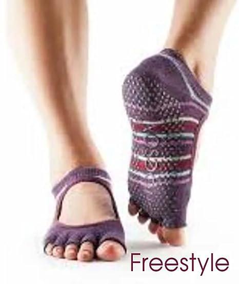 Toesox Mujer 1 par Bella Yoga Calcetines de algodón orgánico con Dedos Abiertos en Negro, Freestyle, Medium