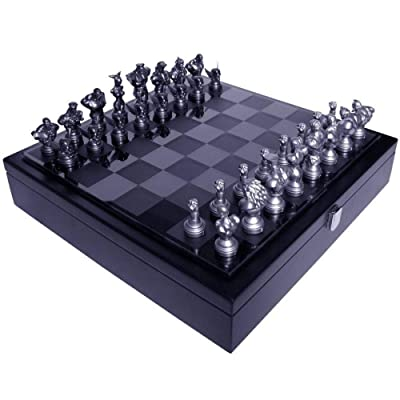 Street Fighter 25th Anniversary Chess Set: Toys & Games