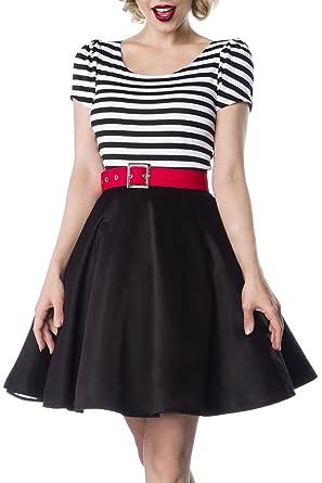 Schwarzes kleid mit rotem gurtel