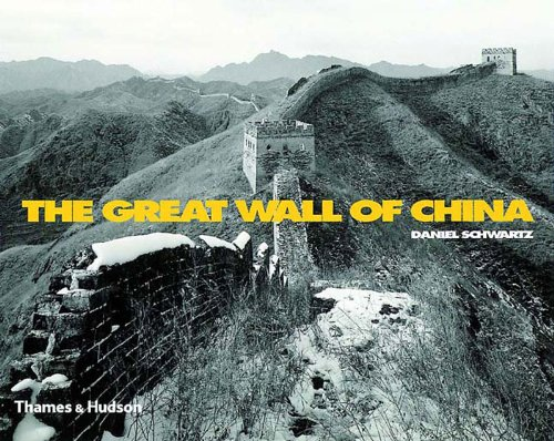 The Great Wall of China: With 149 Duotone Photographs and 6 Maps ; Including Texts by Jorge Luis Borges, Franz Kafka and Luo Zhewen
