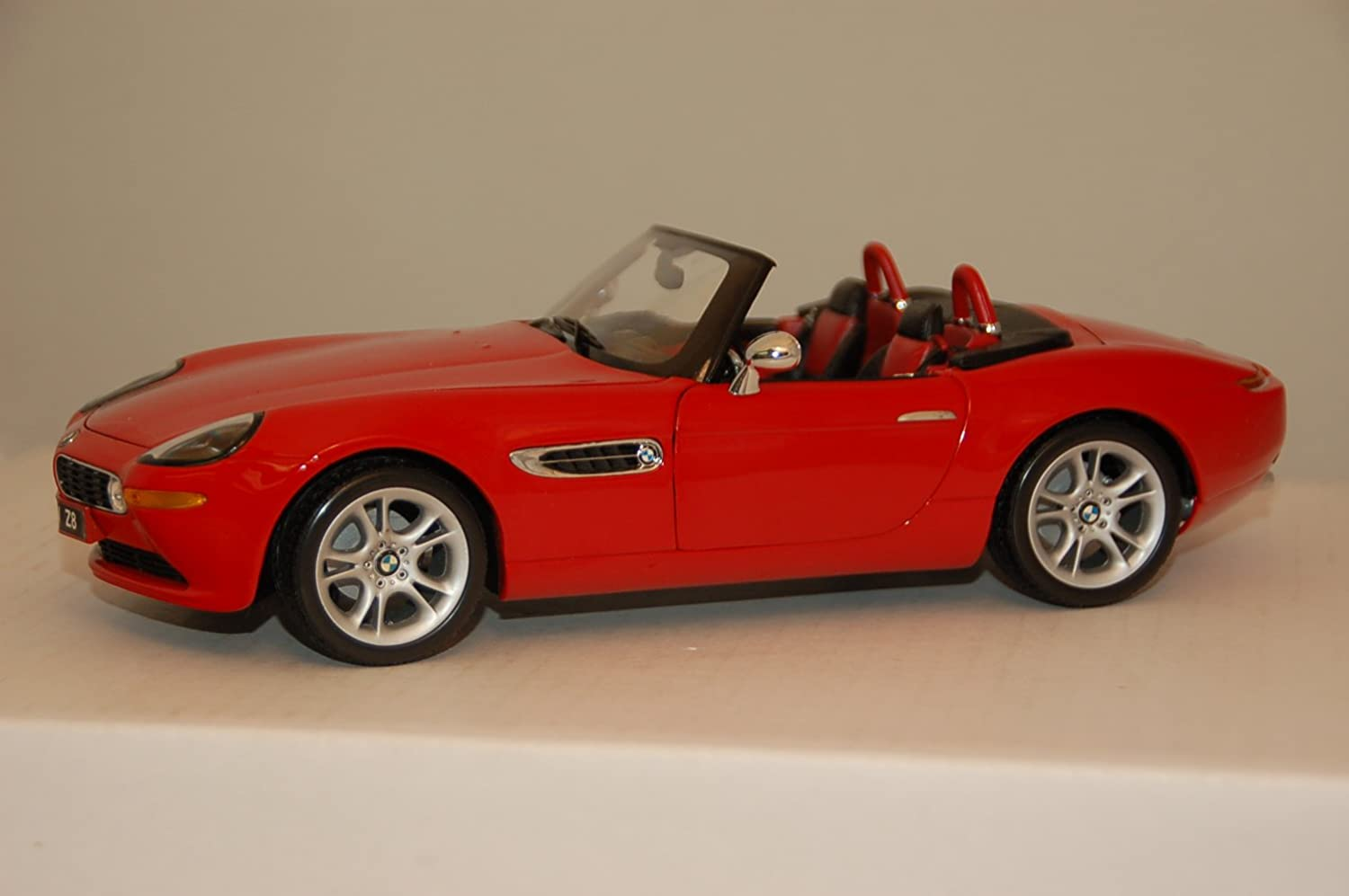Kyosho 1/18 Scale Diecast - 08511R BMW Z8 Roadster - Red Model car B003CHR2K4
