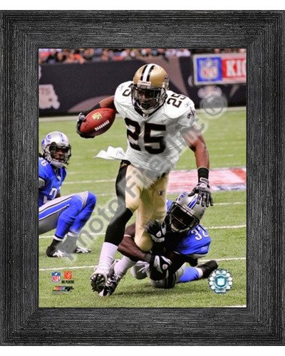 - Poster Palooza Framed Reggie Bush 2009 with The Ball- 8x10 Inches - Art Print (Black Barnwood Frame)