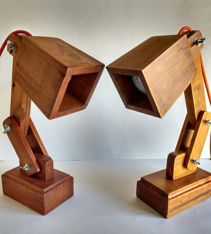 Lámpara flexo de madera reciclada de palet hecho a mano