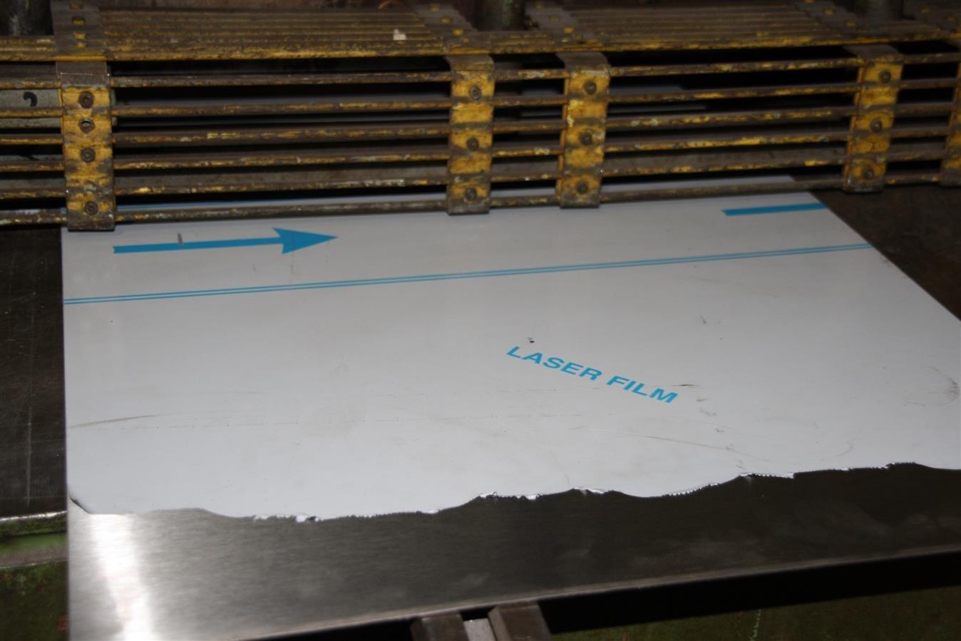 3 mm Edelstahlblech V2A 1.4301 K240 geschliffen einseitig Folie 200 800