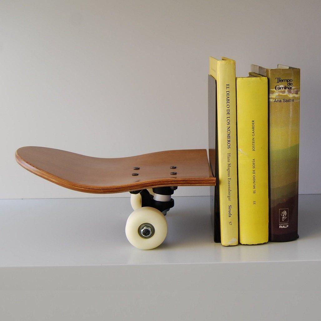 Skateboard Bücherstützen bookends. Holzständer für Bücher. Geschenkidee für Skateboardfahrer. Bücherstütze Buchhalterung