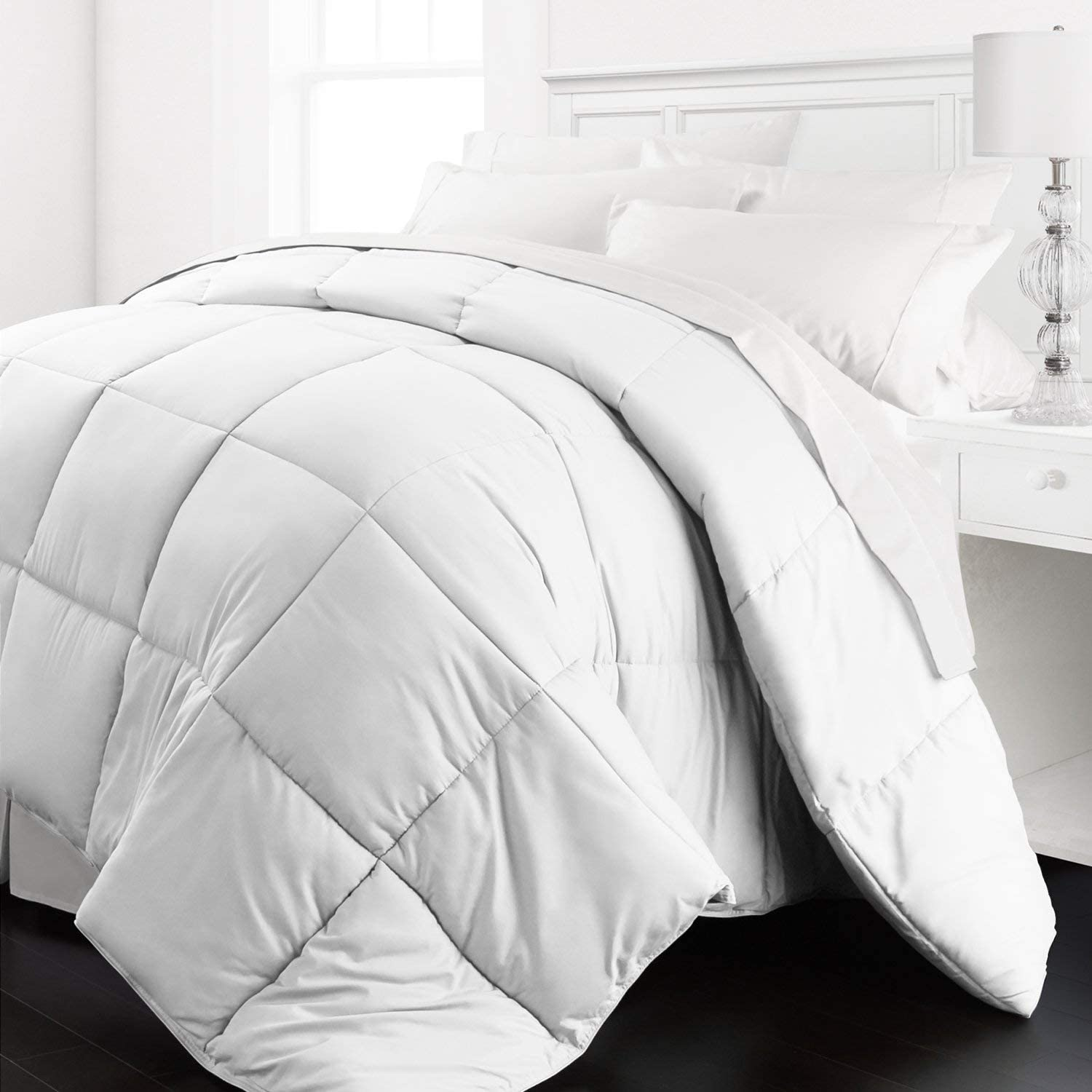Beckham Hotel Collection - Lightweight All Season - Luxury Goose Down Alternative Comforter - Hotel Quality Comforter and Hypoallergenic-Full/Queen - White