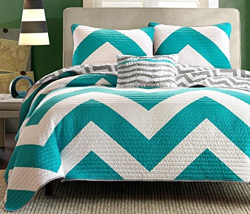 Fantastic Deal! 4 Pc Zig Zag Reversible Chevron Bedspread Quilt with Matching Shams and Cushion pill...