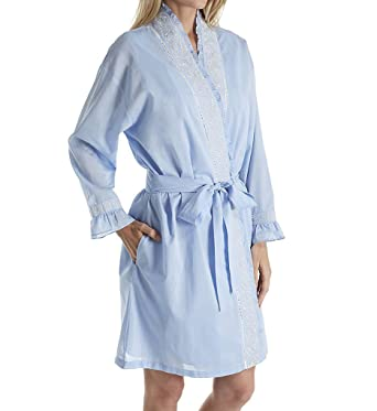 b961c2b03d Eileen West Chambray Embroidered Short Wrap Robe (5116178) at Amazon Women s  Clothing store