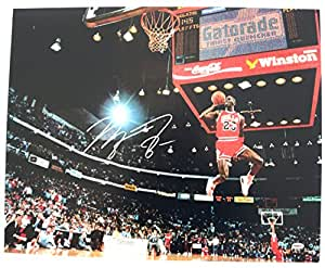 Michael Jordan Chicago Bulls Signed Signed Autographed 16 x 20 Photo