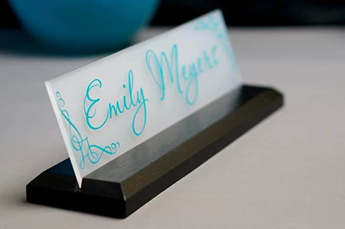 amazon com desk name plate personalized with your name and title rh amazon com name plate for office desk name plates for desk staples
