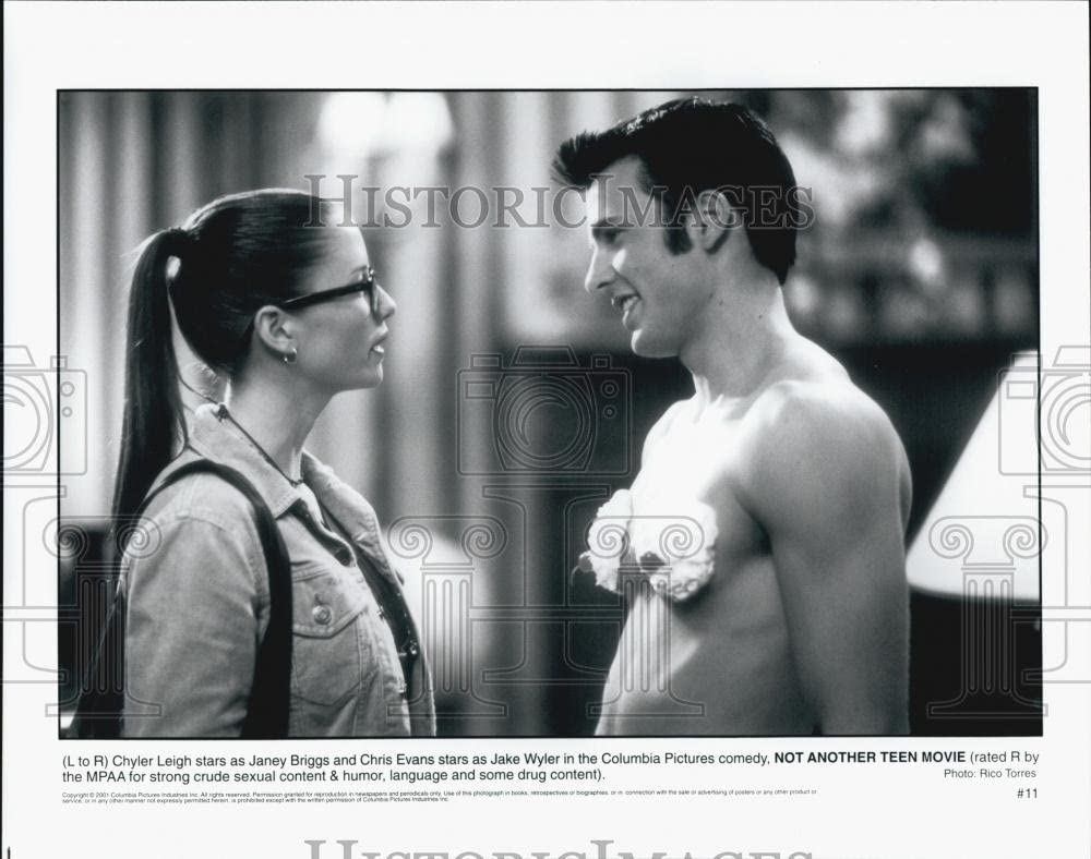 2001 Press Photo Chyler Leigh and Chris Evans in