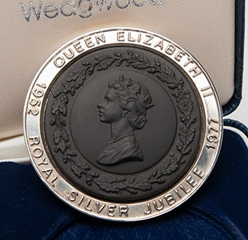 Queen Elizabeth II Silver Jubilee Sterling Silver Framed Medallion Black basalt - Wedgwood - England lt ed 500 worldwide Very Rare