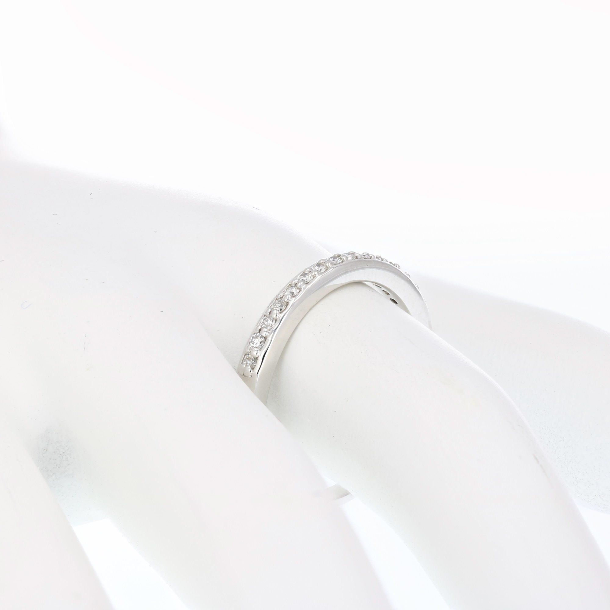 1/8 ctw Petite Diamond Wedding Band in 10K White Gold In Size 7.5