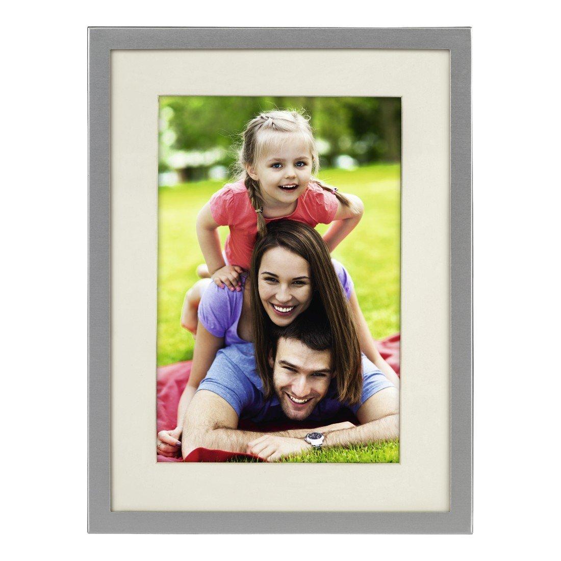 """Hama Portrait Bilderrahmen """"Illinois  für Foto-Größe 13 x 18 cm (Fotorahmen aus Metall, matt, zum Aufstellen und Aufhängen, mit Passepartout, Samtrückwand, Echtglas) silber"""