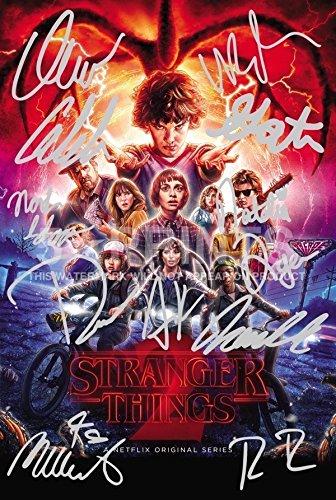 Poster con i protagonisti della serie TV Stranger things (30,5 x 20,3 cm), con autografi stampati del cast, perfetto da collezione 5 Star Prints
