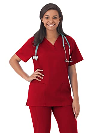 9a3e6dfb786 Amazon.com: Fundamentals 14700 Women's Two Pocket Scrub Top: Clothing