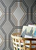 Parato Walls in the City 174-01 con disegno geometrico anni 70 tortora, beige, nero e grigio a rilievo