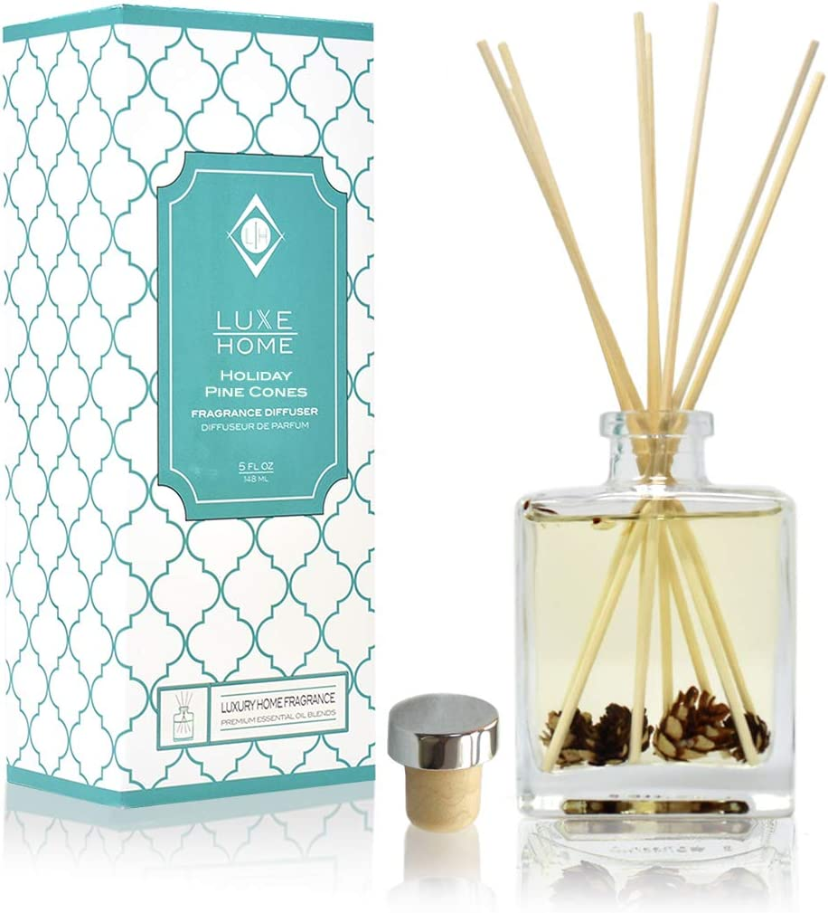 Luxe Home Holiday Pine Cones Reed Diffuser Oil Set | A Winter Scent of Fresh Pine, Cinnamon Sticks, Clove, Cedarwood, Sandalwood & Vanilla | A or Stocking Stuffer Everyone Will Love!