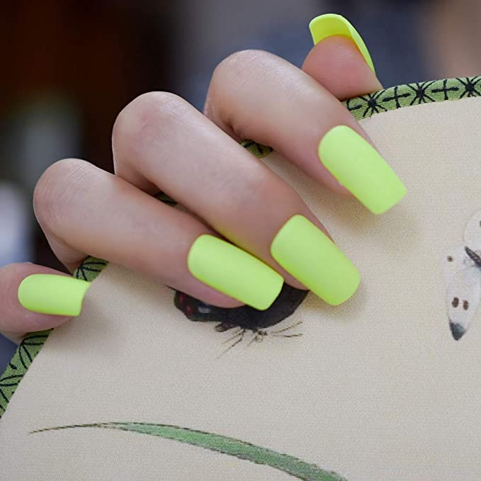 Amazon.com: Uñas postizas de color verde mate y amarillo ...