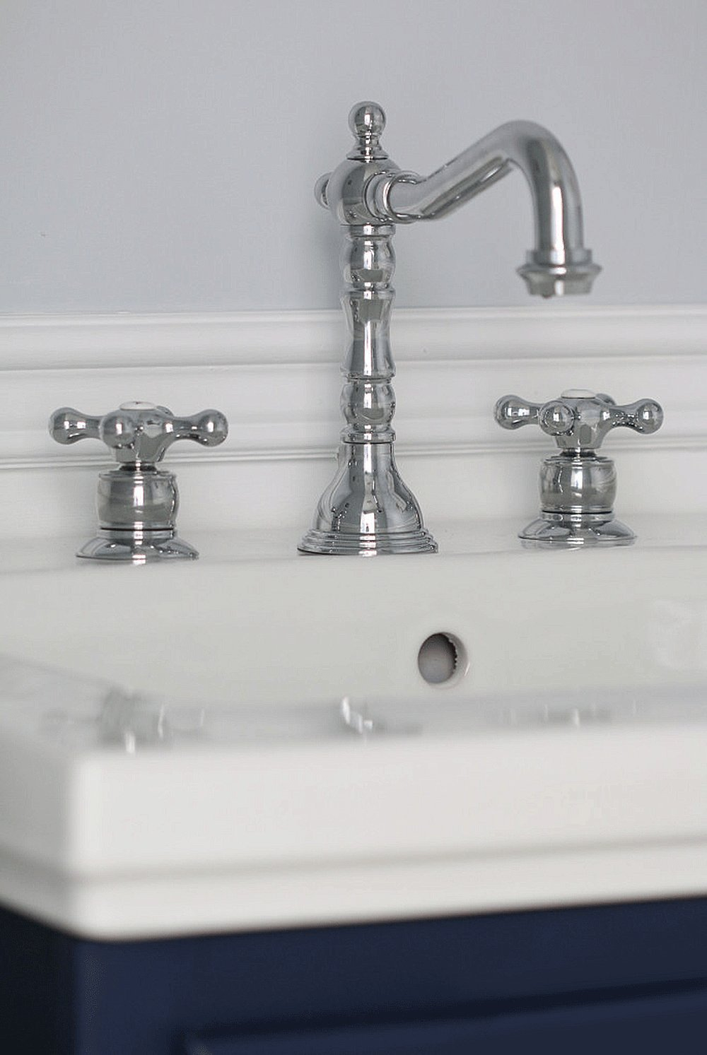 Symmons SLW-4412 Carrington Lavatory Faucet - Touch On Bathroom Sink ...