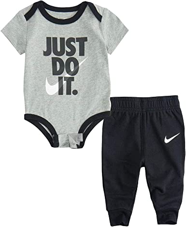 Amazon Com Nike Baby Boys 2 Piece Pant Set Outfit Black 3 Months Clothing