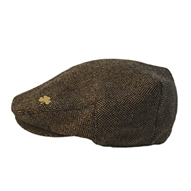 61f7ee8030466 Carrolls Irish Gifts Brown Woven Tweed Man of Aran Flat Cap with A Small  Shamrock Design  Amazon.co.uk  Clothing