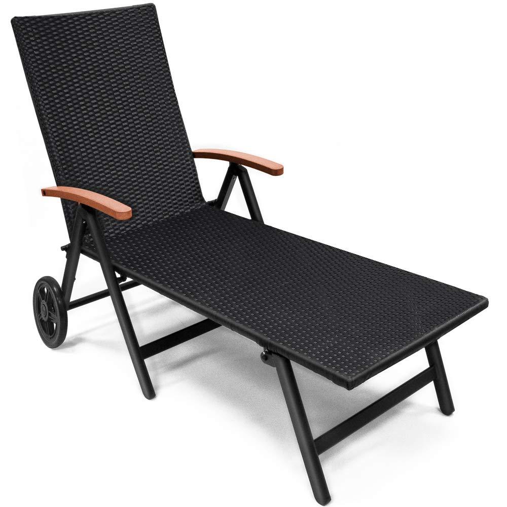 Deuba | Chaise longue en polyrotin • noir avec accoudoirs en bois d´acacia • avec roues de transport • inclinable | Bain de soleil, transat