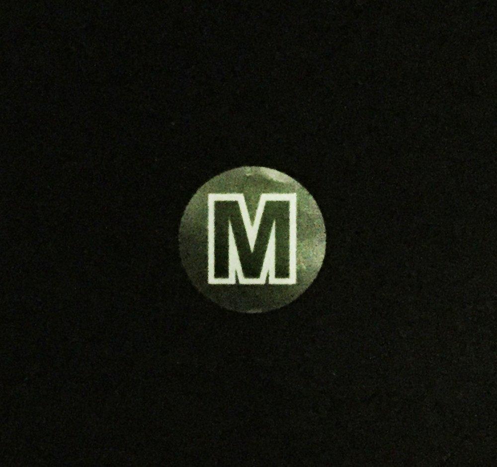 500 /Étiquettes sur un Rouleau 19 mm 3//4 Pouce Rond Clair Cercle Moyenne M Taille de V/êtements Autocollants