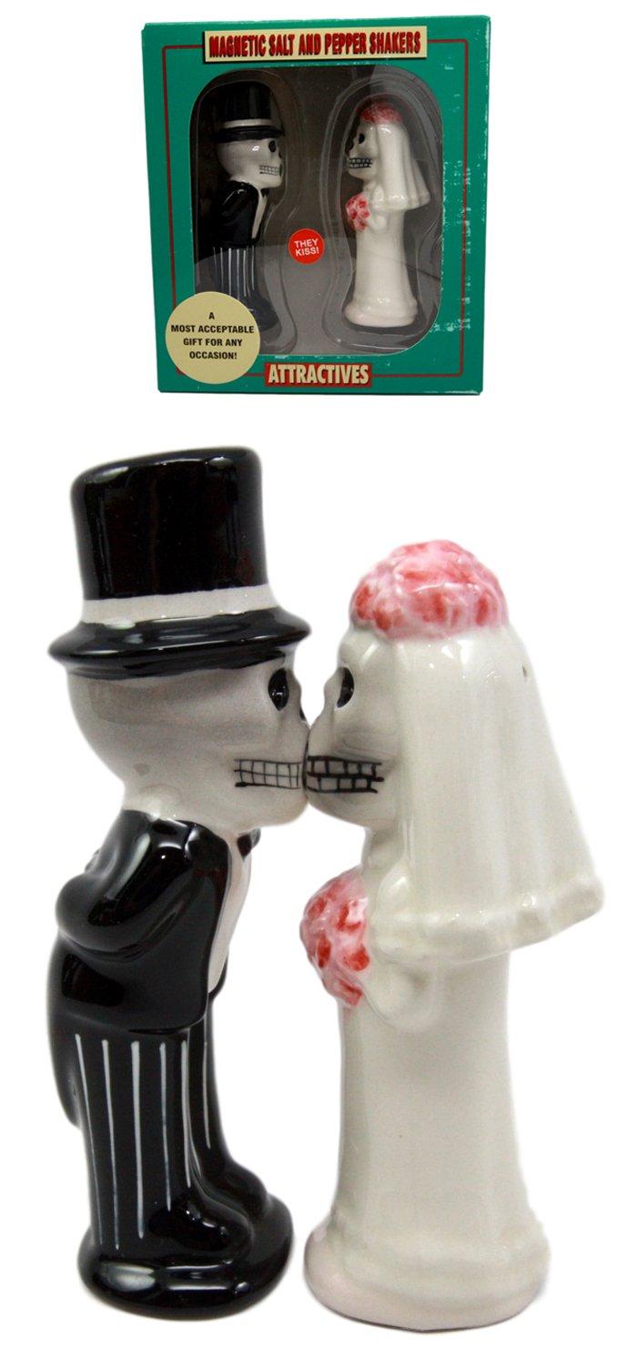 Atlantic Collectibles Day Of The Dead Salt & Pepper Shakers Skeleton Couple Bride & Groom Ceramic Magnetic Figurine Set 4.75'' H