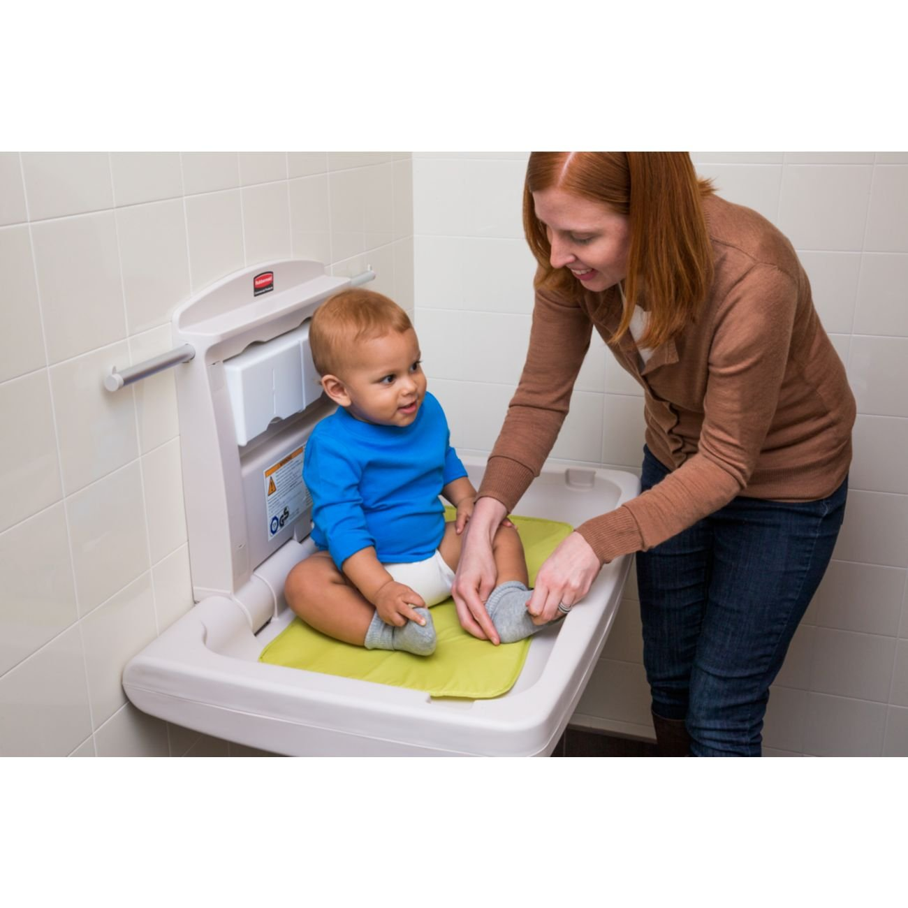 33.25-Inch Length x 21.5-Inch Width x 4-Inch Height FG781888LPLAT Light Platinum Rubbermaid Commercial Horizontal Baby Changing Station