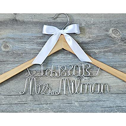Amazon.com: liuken boda perchas personalizado Mrs Custom ...