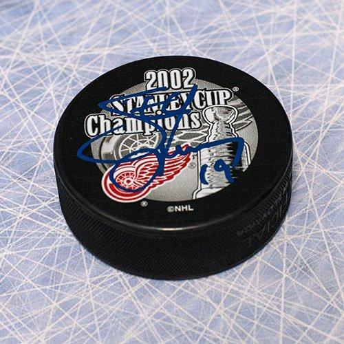 Autograph-Authentic-YZES10605D-Steve-Yzerman-Detroit-Red-Wings-Autographed-2002-Stanley-Cup-Puck