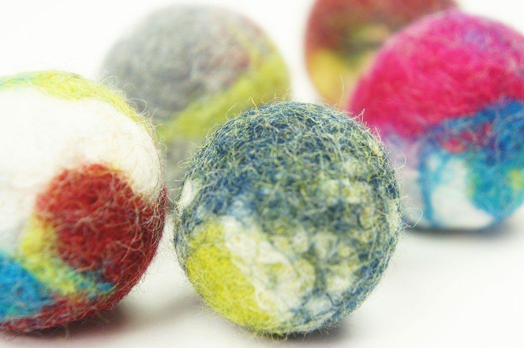 Jouet interactif de chat et de chien. Boule de laine Fait main. 5 pièces. Laine de mouton naturelle. Doux et léger. (wool ball 5 pieces) kivikis