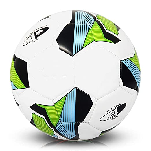 Los niños practican la pelota de fútbol Competición de ...